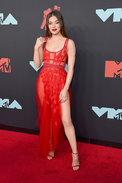 More Pics of Hailee Steinfeld Evening Sandals (1 of 9) - Heels Lookbook - StyleBistro [red carpet,carpet,clothing,red,dress,flooring,premiere,shoulder,fashion model,fashion,arrivals,hailee steinfeld,mtv video music awards,prudential center,newark,new jersey]