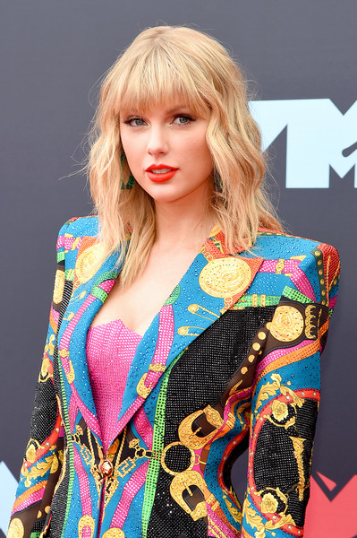More Pics of Taylor Swift Over the Knee Boots (4 of 26) - Boots Lookbook - StyleBistro [hair,clothing,blond,hairstyle,fashion model,beauty,fashion,shoulder,outerwear,lip,arrivals,mtv video music awards,prudential center,newark,new jersey,taylor swift]