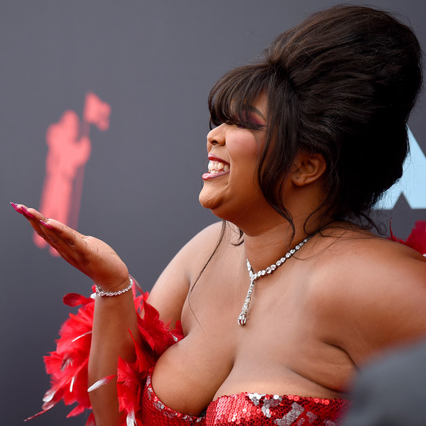More Pics of Lizzo Diamond Lariat Necklace (1 of 1) - Lariat Necklaces Lookbook - StyleBistro [red,lady,abdomen,human body,event,muscle,trunk,chest,dance,black hair,mtv video music awards,prudential center,newark,new jersey,lizzo]
