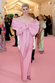 Elizabeth Debicki went the sweet route in a pink Ferragamo column dress with oversized bow detail at the 2019 Met Gala.