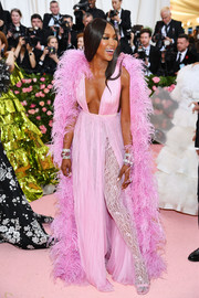 Naomi Campbell completed her Barbie-glam look with a flowing feathered cape, also by Valentino Couture.