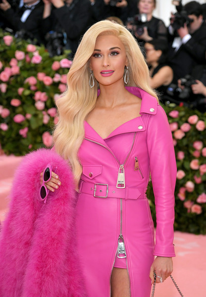 More Pics of Kacey Musgraves Cateye Sunglasses (5 of 7) - Classic Sunglasses Lookbook - StyleBistro [hair,pink,blond,fashion,clothing,lip,beauty,long hair,hairstyle,magenta,fashion - arrivals,kacey musgraves,notes,fashion,new york city,metropolitan museum of art,met gala celebrating camp]