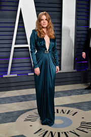 Amy Adams looked like an Old Hollywood siren in this plunging teal gown by Alexandre Vauthier at the 2019 Vanity Fair Oscar party.