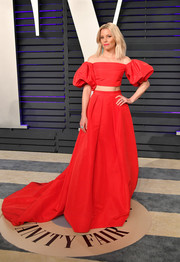 Elizabeth Banks charmed in a red puff-sleeved crop-top by Monique Lhuillier at the 2019 Vanity Fair Oscar party.