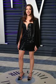 Aubrey Plaza styled her look with a pair of bow-adorned pumps by Christian Louboutin.