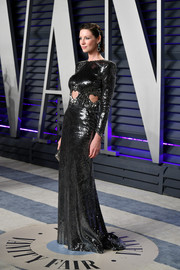 Caitriona Balfe looked playfully glam in a gunmetal Dundas gown with heart-shaped cutouts at the 2019 Vanity Fair Oscar party.