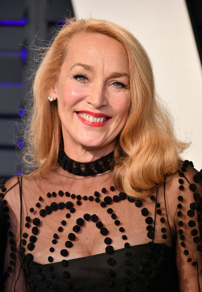 Jerry Hall sported a side-parted 'do with curly ends at the 2019 Vanity Fair Oscar party.