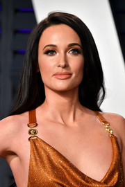 Kacey Musgraves opted for a loose side-parted style when she attended the 2019 Vanity Fair Oscar party.