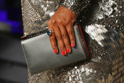 Mindy Kaling's bright red nail polish looked striking against her neutral-toned outfit at the 2019 Vanity Fair Oscar party.