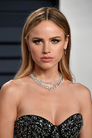 Halston Sage wore her hair in a simple center-parted style at the 2019 Vanity Fair Oscar party.