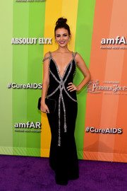 Victoria Justice coordinated her dress with a black velvet clutch.