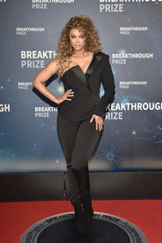 Tyra Banks rocked a one-shoulder tuxedo-style jumpsuit at the 2020 Breakthrough Prize.