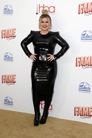 Kelly Clarkson went the vampy route in a clingy black latex dress at the 2020 Hollywood Beauty Awards.