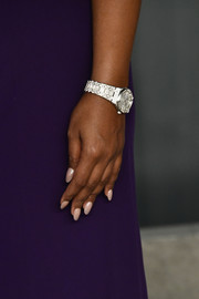 Mindy Kaling's light pink mani worked beautifully with her purple dress.
