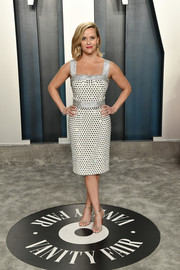 Reese Witherspoon complemented her frock with silver evening sandals by Christian Louboutin.
