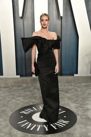 Rosie Huntington-Whiteley was pure elegance in a Saint Laurent off-the-shoulder column dress with a sculptural neckline at the 2020 Vanity Fair Oscar party.