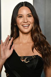 Olivia Munn wore a long wavy 'do to the 2020 Vanity Fair Oscar party.