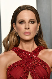 Kate Beckinsale looked lovely with her long center-parted waves at the 2020 Vanity Fair Oscar party.