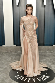 Barbara Palvin complemented her dress with champagne satin sandals by Versace.