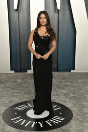 Olivia Munn was edgy-glam in a black one-shoulder gown by Atelier Versace at the 2020 Vanity Fair Oscar party.