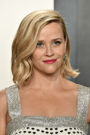 Reese Witherspoon looked lovely with her mid-length bob at the 2020 Vanity Fair Oscar party.