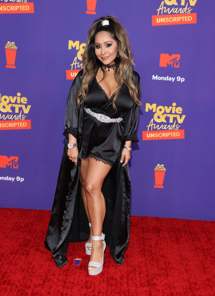 Nicole Polizzi styled her look with a pair of silver ankle-strap platforms.