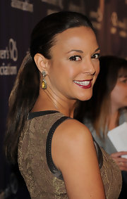 Eva la Rue's ponytail at the Night at Sardi's event was all about simple elegance.