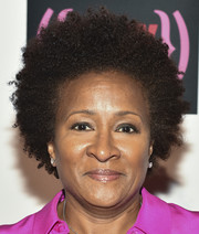 Wanda Sykes wore her hair in short, tight curls at the V-Day 20th anniversary event.