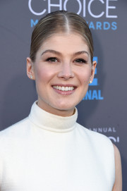 Rosamund Pike wore her hair in a simple yet elegant sleek bun.