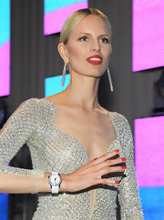 Karolina Kurkova attended the Elton John Oscar viewing party wearing a muted orange-red nail polish.
