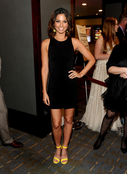 More Pics of Melissa Rycroft-Strickland Short Wavy Cut (2 of 10) - Short Wavy Cut Lookbook - StyleBistro