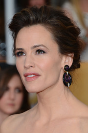 Jennifer Garner wore her locks in a messy-sexy updo during the SAG Awards.
