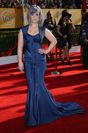 Kelly Osbourne put her curves on display in a multitextured blue Zac Posen gown during the SAG Awards.