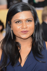 Mindy Kaling opted for simple styling with this loose side-parted 'do at the SAG Awards.