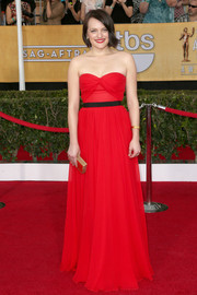 Elisabeth Moss was all about simple sophistication at the SAG Awards in a red Michael Kors strapless gown with a sweetheart neckline.