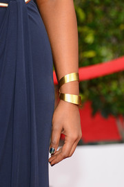 Mindy Kaling accessorized with a modern gold cuff at the 2014 SAG Awards.