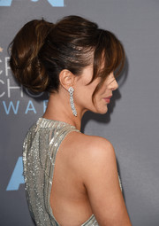 Kate Beckinsale complemented her updo with stunning diamond chandelier earrings by Butani.