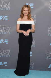 Jennifer Jason Leigh was classic and chic in a black-and-white off-the-shoulder gown at the Critics' Choice Awards.