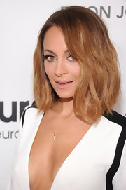 Nicole stuck with her signature boho style for the 2013 Oscars after-party by styling her lob in barely-there waves.