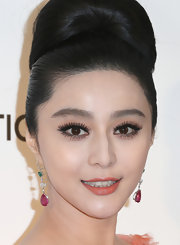 Fan Bingbing added a pop of color to her peach gown with classic rubellite drop earrings with emeralds.