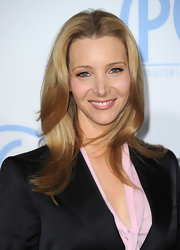 Lisa Kudrow wore her hair in soft, subtle waves at the PGA Awards.