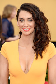 Mozhan Marno styled her locks with tight curls swept to the side for the SAG Awards.