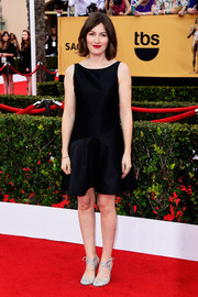 Kelly Macdonald kept it low-key in a Moschino LBD during the SAG Awards.