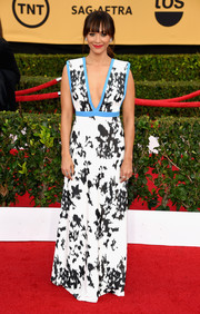 Rashida Jones looked refreshing at the SAG Awards in an Emanuel Ungaro plunging gown fully sequined in black and white with sky-blue piping--a color combo that was just so cool on the eyes.