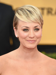 Kaley Cuoco-Sweeting wore her pixie with the bangs brushed forward during the SAG Awards.