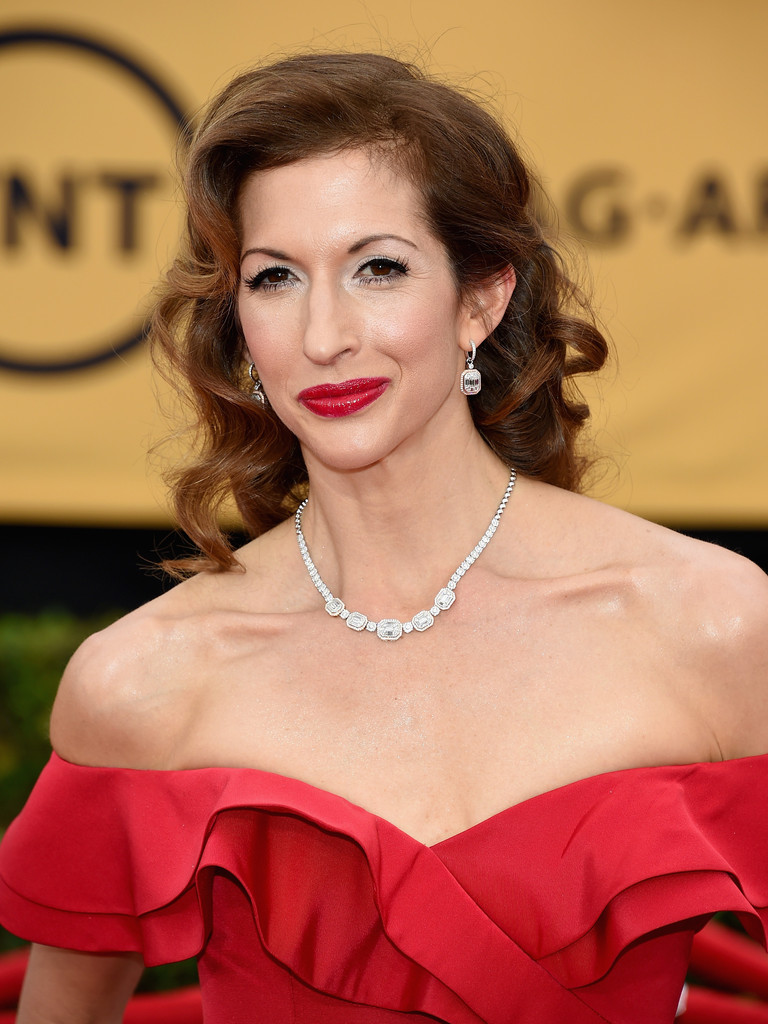 Alysia Reiner S Glamour Girl Curls And Ruby Red Lips