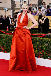 Gwendoline Christie went for Old Hollywood allure in an architectural-detailed red halter gown by Giles during the SAG Awards.