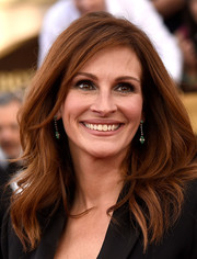 Julia Roberts looked as gorgeous as ever with her thick wavy hair at the SAG Awards.