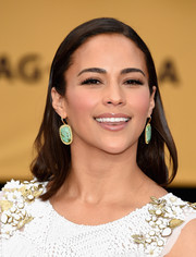 Paula Patton opted for a no-frills straight hairstyle when she attended the SAG Awards.