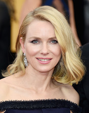 Naomi Watts kept it classic and chic with this mid-length bob at the SAG Awards.